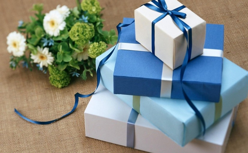 10 Recycled Gift Wrap Ideas