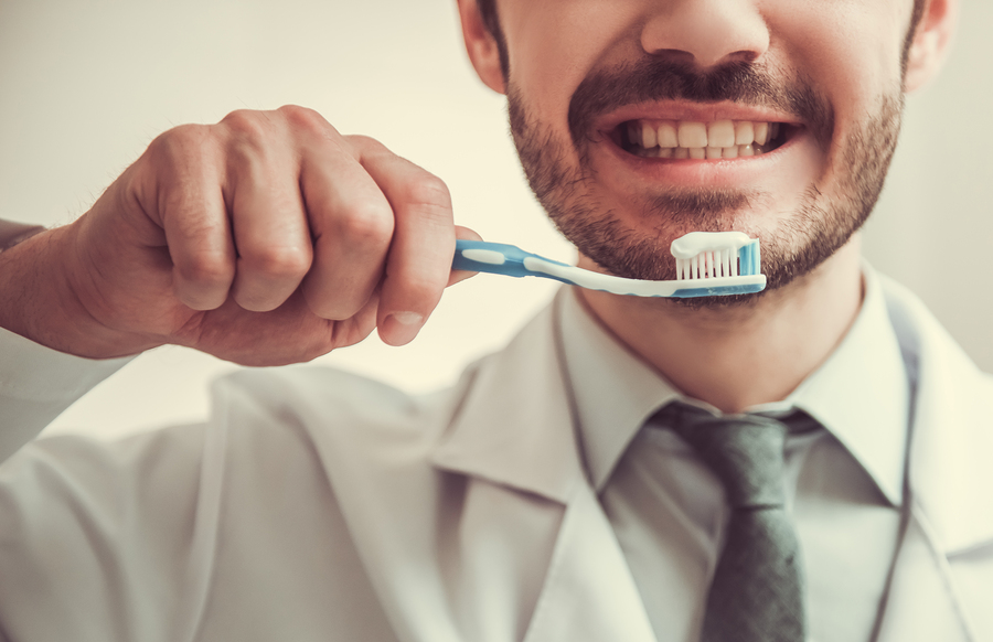 Man brushing his teetch using toothpaste which contains plastic microbeads