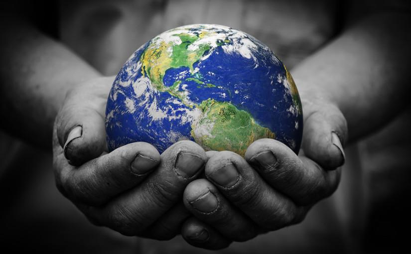 earth-in-hands-zero-waste