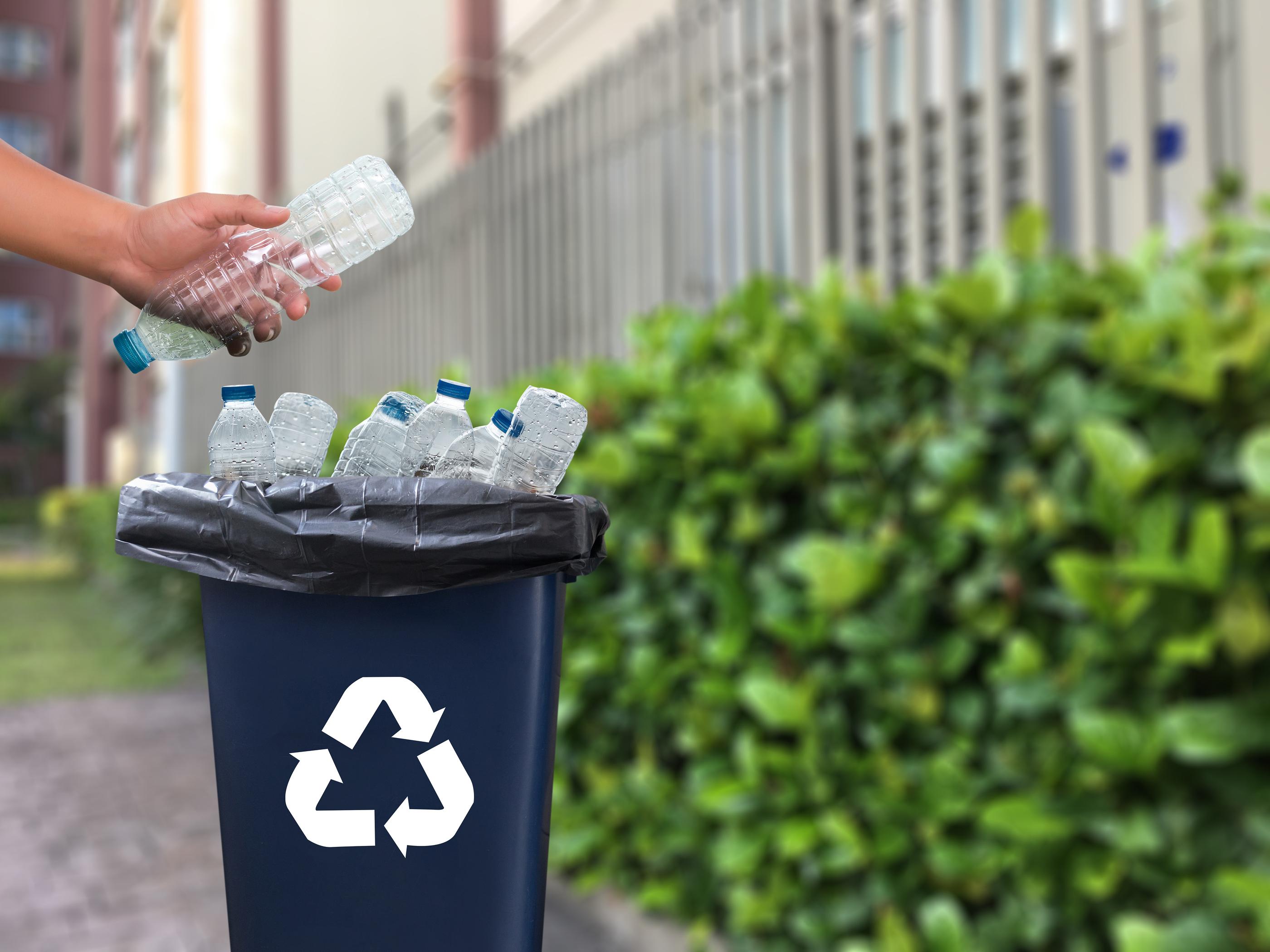 Plastic recycling bin